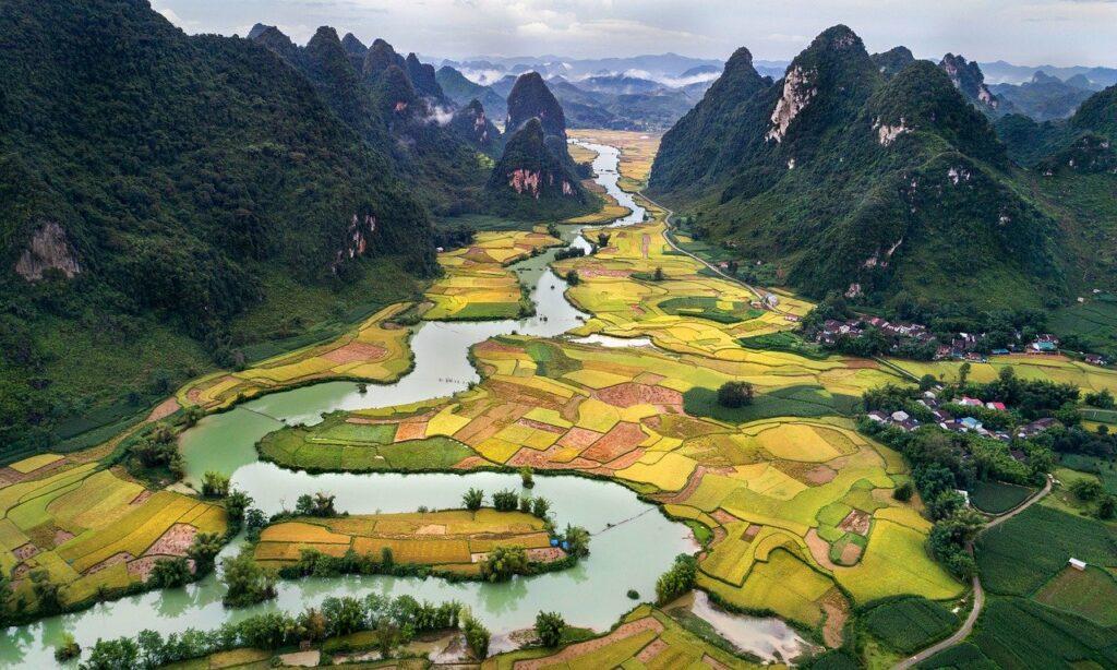 popular tourist places in Vietnam